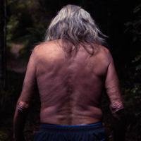 El último hombre de Mahana, experimento social desaparecido: una comuna hippie aislada en los 70's en el desierto de Nueva Zelanda.