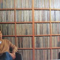 Escucha el Playlist de la colección personal de Haruki Murakami con más de 3,200 canciones